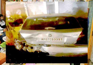 शराब पीकर कार दौड़ा रहे युवकों ने 9 गाडि़यों में टक्कर मारी और एक की हालत नाजुक
