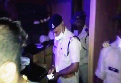 ग्वालियर के डीडी मॉल के पब में पुलिस की एंट्री से मची खलबली, अवैध शराब की सूचना पर पुलिस ने पब में छापा मारा, फ्रेंडशिप डे पर पार्टी कर रहे युवा कपल भागे